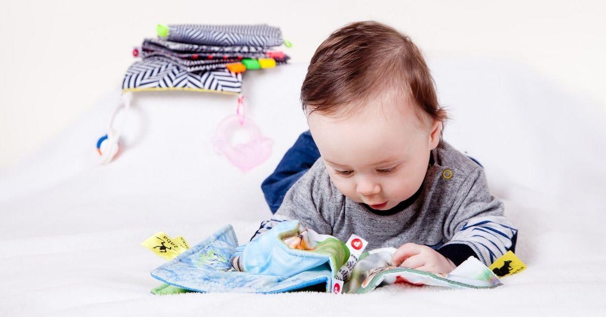 Kaip išrinkti knygą mažiausiems skaitytojams (0-2m. mažyliams), kad ši būtų ne tik graži, bet ir saugi bei naudinga?